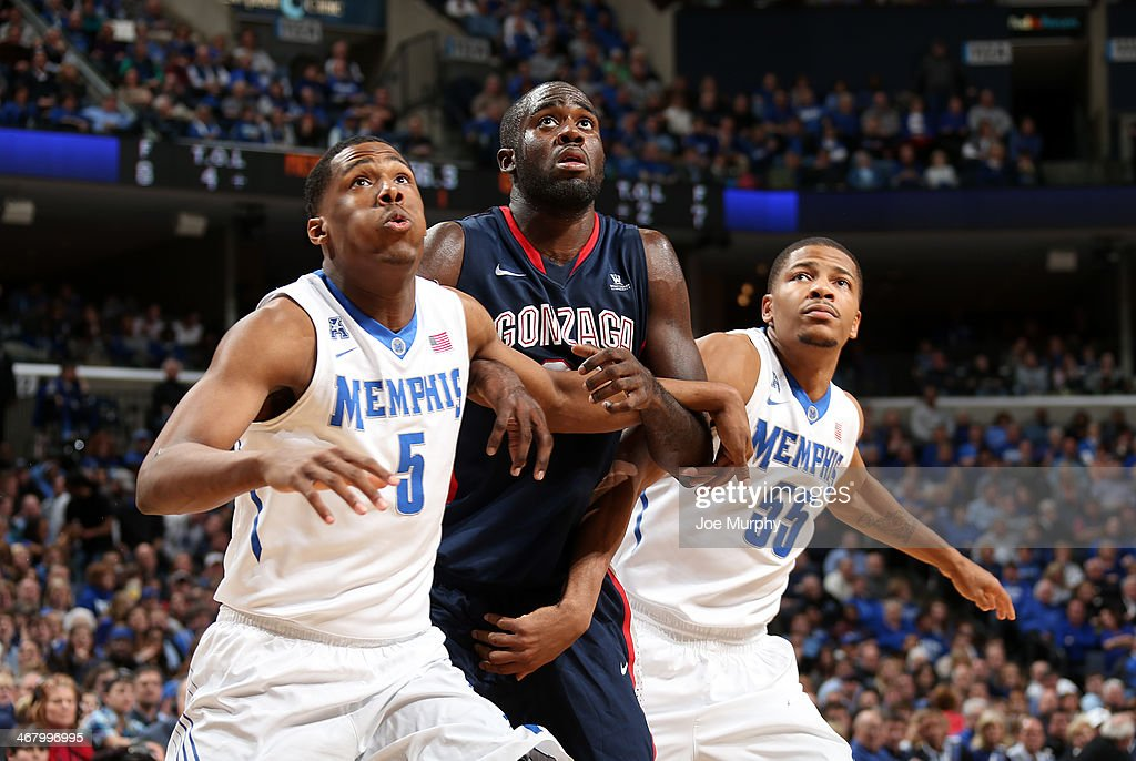 Nick King #5 and Geron Johnson #55 of the Memphis Tigers block out against Sam Dower Jr. #35 of the Gonzaga Bulldogs on February 8, 2014 at FedExForum in Memphis, Tennessee. Memphis beat Gonzaga 60-54.