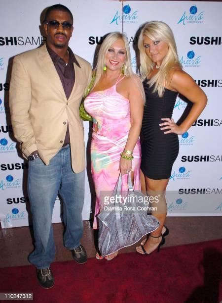 Nick King Linda Hogan and Brooke Hogan during 2005 MTV VMA Dinner at Sushi Samba August 26 2005 at Sushi Samba in Miami Beach Florida United States