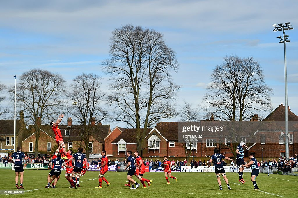 Nick Koster of Bristol Rugby catches the ball during the Greene King IPA Championship Play Off Semi Final first leg match between Bedford Blues and Bristol Rugby at Goldington Road on May 1, 2016 in Bedford, England. (Photo by Tom Dulat/Getty Images).