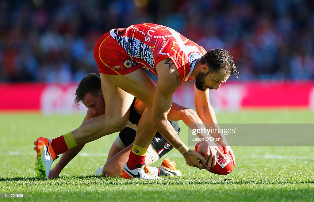 Nick Malceski of the suns contests posession during the round 15 AFL match between the Gold Coast Suns and the St Kilda Saints at Metricon Stadium on July 2, 2016 in Gold Coast, Australia.