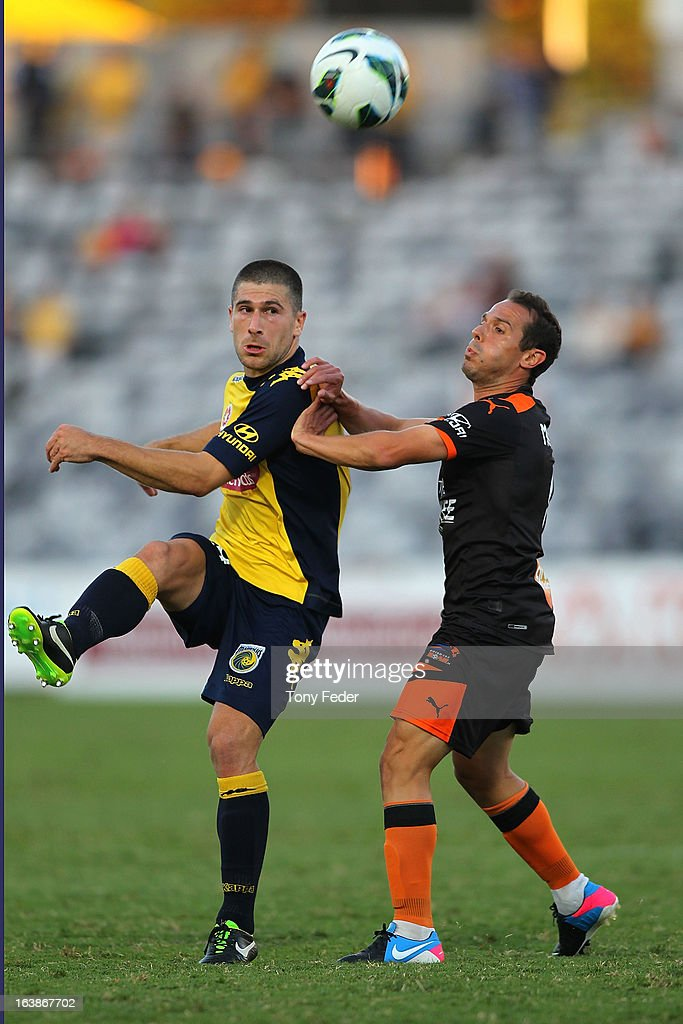 <a gi-track='captionPersonalityLinkClicked' href=/galleries/search?phrase=Nick+Montgomery&family=editorial&specificpeople=687409 ng-click='$event.stopPropagation()'>Nick Montgomery</a> of the Mariners kicks the ball past his Brisbane Roar opponent during the round 25 A-League match between the Central Coast Mariners and the Brisbane Roar at Bluetongue Stadium on March 17, 2013 in Gosford, Australia.