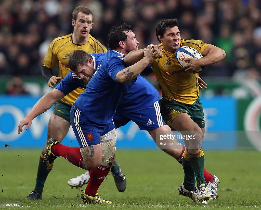 Nick Phipps of Australia is tackled by <a gi-track='captionPersonalityLinkClicked' href=/galleries/search?phrase=Thomas+Domingo&family=editorial&specificpeople=4651174 ng-click='$event.stopPropagation()'>Thomas Domingo</a> of France during the Autumn International match between France and Australia at Stade de France on November 10, 2012 in Paris, France.