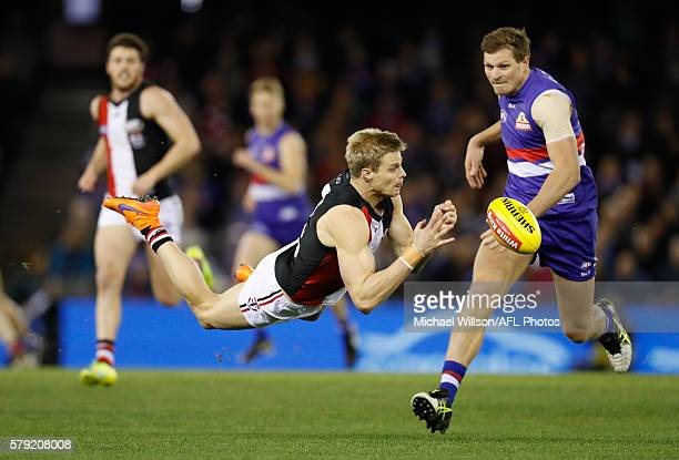 Nick Riewoldt of the Saints handpasses the ball during the 2016 AFL Round 18 match between the Western Bulldogs and the St Kilda Saints at Etihad...