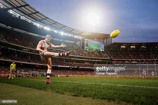 Nick Riewoldt of the Saints kicks a goal during the round 22 AFL match between the Richmond Tigers and the St Kilda Saints at Melbourne Cricket...