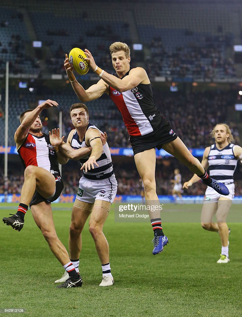 <a gi-track='captionPersonalityLinkClicked' href=/galleries/search?phrase=Nick+Riewoldt&family=editorial&specificpeople=176552 ng-click='$event.stopPropagation()'>Nick Riewoldt</a> of the Saints marks the ball against Jordan Murdoch of the Cats during the round 14 AFL match between the St Kilda Saints and the Geelong Cats at Etihad Stadium on June 25, 2016 in Melbourne, Australia.