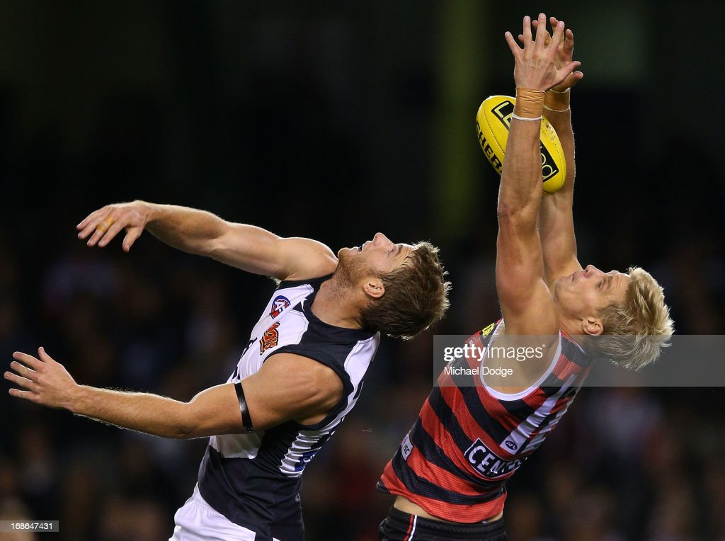 <a gi-track='captionPersonalityLinkClicked' href=/galleries/search?phrase=Nick+Riewoldt&family=editorial&specificpeople=176552 ng-click='$event.stopPropagation()'>Nick Riewoldt</a> of the Saints marks the ball against Lachie Henderson of the Blues during the round seven AFL match between the St Kilda Saints and the Carlton Blues at Etihad Stadium on May 13, 2013 in Melbourne, Australia.