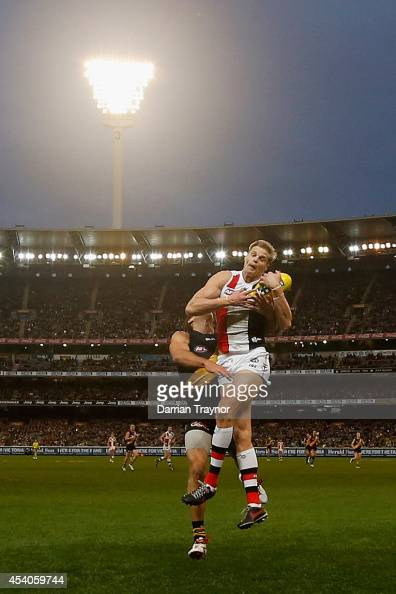 Nick Riewoldt of the Saints marks the ball during the round 22 AFL match between the Richmond Tigers and the St Kilda Saints at Melbourne Cricket...