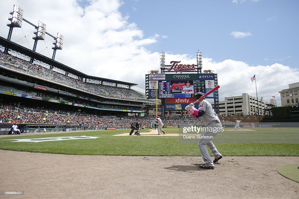 Nick Swisher #33 of the Cleveland Indians warms up to bat against the Detroit Tigers at Comerica Park on May 12, 2013 in Detroit, Michigan.