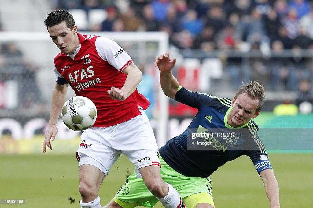 Nick Viergever of AZ (L), Siem de Jong of Ajax (R) during the Dutch Eredivisie match between AZ Alkmaar and Ajax Amsterdam at the AFAS Stadium on march 17, 2013 in Alkmaar, The Netherlands
