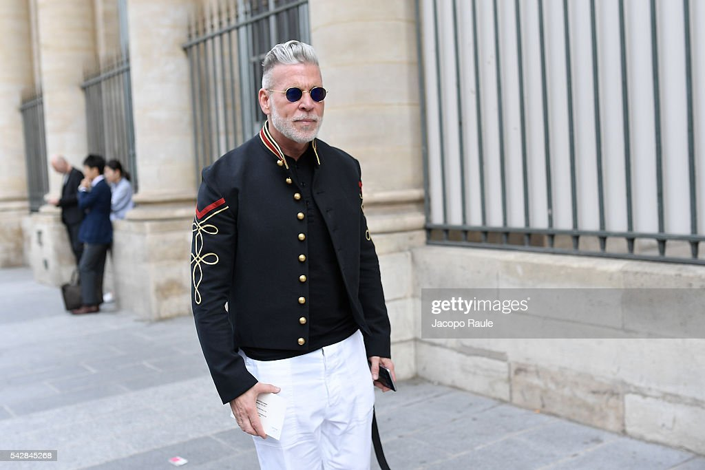 Nick Wooster is seen arriving at Maison Margiela Show during Paris Fashion Week - Menswear Spring/Summer 2017 on June 24, 2016 in Paris, France.