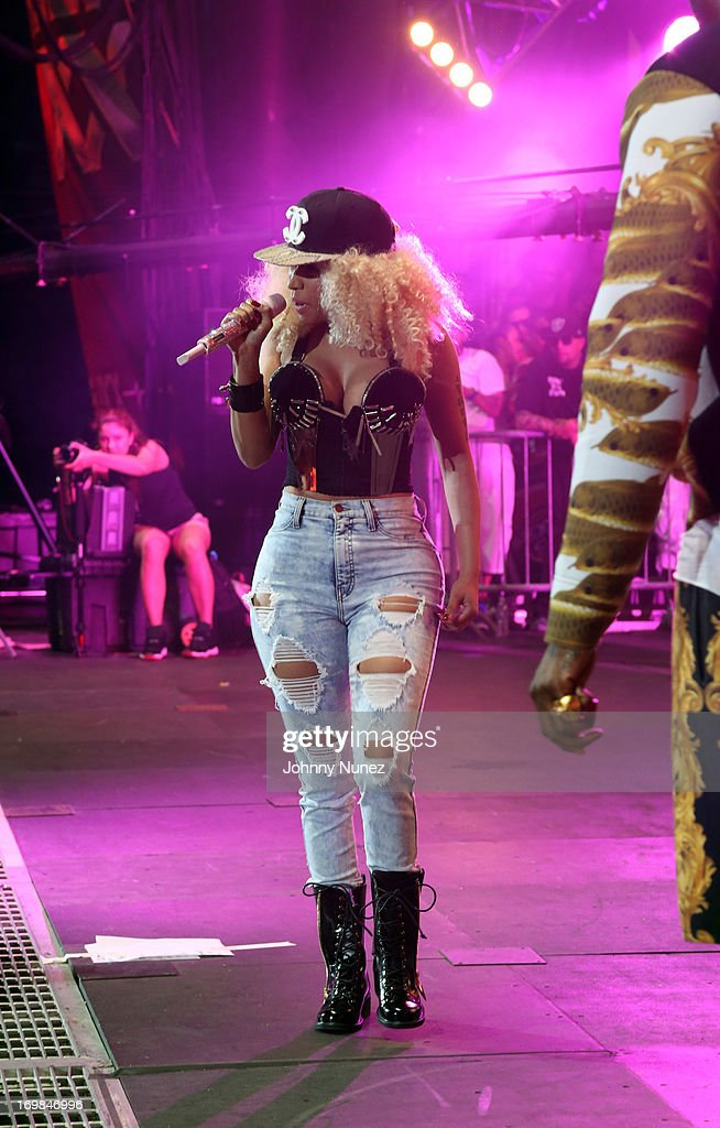<a gi-track='captionPersonalityLinkClicked' href=/galleries/search?phrase=Nicki+Minaj+-+Performer&family=editorial&specificpeople=6362705 ng-click='$event.stopPropagation()'>Nicki Minaj</a> performs during HOT 97 Summer Jam XX at MetLife Stadium on June 2, 2013 in East Rutherford, New Jersey.