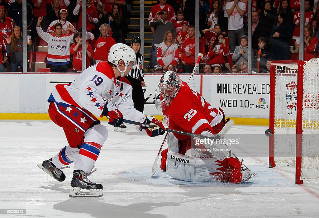 Nicklas Backstrom #19 of the Washington Capitals can't make the shot on a shootout against <a gi-track='captionPersonalityLinkClicked' href=/galleries/search?phrase=Jimmy+Howard&family=editorial&specificpeople=2118637 ng-click='$event.stopPropagation()'>Jimmy Howard</a> #35 of the Detroit Red Wings at Joe Louis Arena on January 31, 2014 in Detroit, Michigan. Detroit won in a 4-3 in a shootout.
