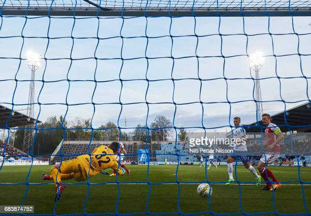 Nicklas Barkroth of IFK Norrkoping scores the decisive goal to 20 during the Allsvenskan match between IFK Norrkoping and Kalmar FF at Ostgotaporten...