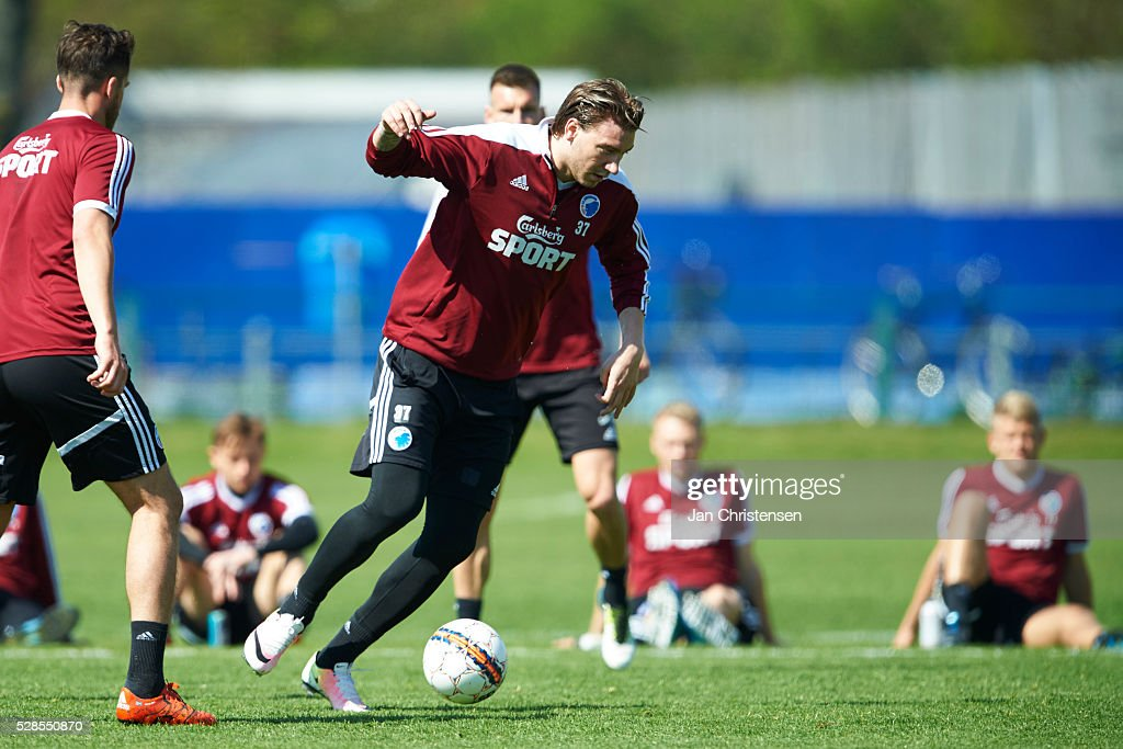 <a gi-track='captionPersonalityLinkClicked' href=/galleries/search?phrase=Nicklas+Bendtner&family=editorial&specificpeople=2142069 ng-click='$event.stopPropagation()'>Nicklas Bendtner</a> in action during the training at FC Copenhagen at Frederiksberg on May 06, 2016 in Copenhagen, Denmark.