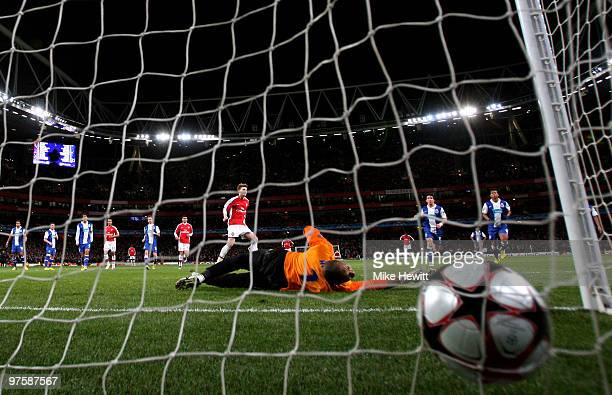 Nicklas Bendtner of Arsenal scores his team's fifth goal from the penalty spot past goalkeeper Helton of Porto during the UEFA Champions League round...
