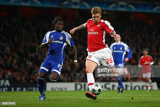 Nicklas Bendtner of Arsenal scores the first goal for Arsenal during the UEFA Champions League Group G match between Arsenal and Dynamo Kiev at the...