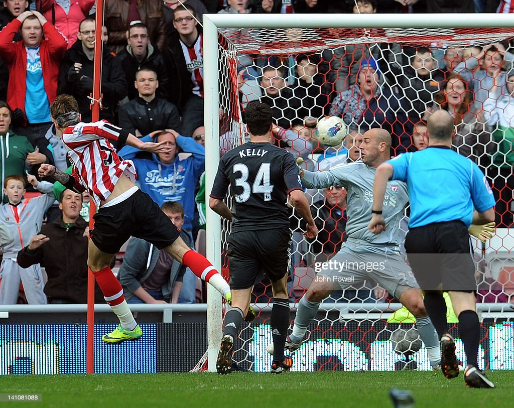 Nicklas Bendtner of Sunderland scores the opening goal during the Barclays Premier League match between Sunderland and Liverpool at Stadium of Light...