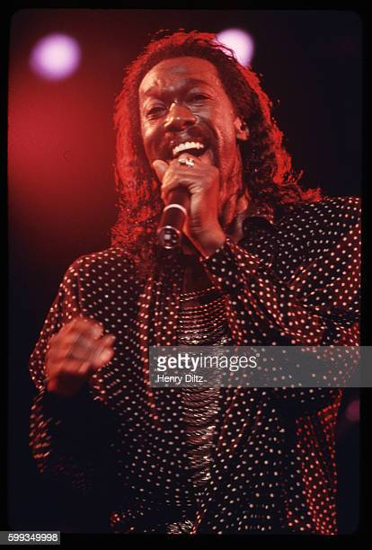 Nickolas Ashford of Motown's singing and songwriting duo Ashford and Simpson in a 1985 concert He and his wife Valerie Simpson wrote Soul hits for...