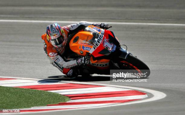 US Nicky Hayden leans his Honda into a corner during the MotoGP qualyifing session for the San Marino Grand Prix at Misano circuit in Misano...