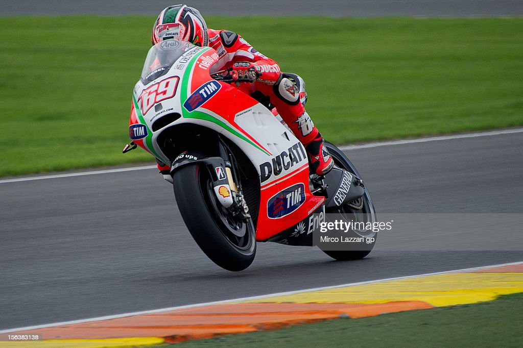 <a gi-track='captionPersonalityLinkClicked' href=/galleries/search?phrase=Nicky+Hayden+-+Motorcoureur&family=editorial&specificpeople=227346 ng-click='$event.stopPropagation()'>Nicky Hayden</a> of USA and Ducati Marlboro Team heads down a straight during the second day of pre season MotoGP testing at Ricardo Tormo Circuit on November 14, 2012 in Valencia, Spain.