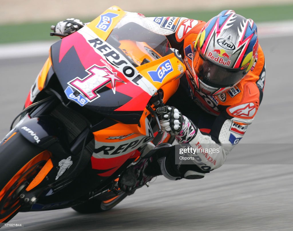 <a gi-track='captionPersonalityLinkClicked' href=/galleries/search?phrase=Nicky+Hayden+-+Motociclista&family=editorial&specificpeople=227346 ng-click='$event.stopPropagation()'>Nicky Hayden</a> of USA and Repsol Honda team in action during the Free Practice 2 at the 2007 Motorcycle Grand Prix of China at the Shanghai International Circuit on May 4, 2007.