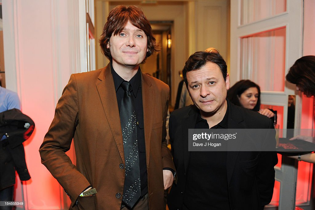 <a gi-track='captionPersonalityLinkClicked' href=/galleries/search?phrase=Nicky+Wire&family=editorial&specificpeople=235374 ng-click='$event.stopPropagation()'>Nicky Wire</a> and <a gi-track='captionPersonalityLinkClicked' href=/galleries/search?phrase=James+Dean+Bradfield&family=editorial&specificpeople=214013 ng-click='$event.stopPropagation()'>James Dean Bradfield</a> attend the Q Awards 2012 at The Grosvenor House Hotel on October 22, 2012 in London, England.