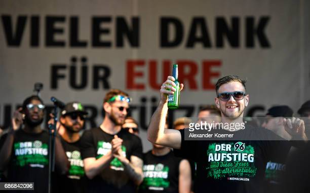 Niclas Fuellkrug of German club Hannover 96 celebrates its promotion to 1 Bundesliga at Neues Rathaus on May 22 2017 in Hanover Germany Hannover 96...