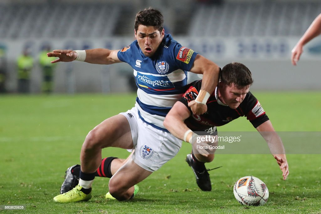 Nico Costa of Auckland (L) and Brett Cameron of Canterbury (R) chase the ball during the round nine Mitre 10 Cup match between Auckland and Canterbury at Eden Park on October 13, 2017 in Auckland, New Zealand.