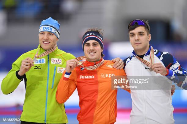 Nico Ihle of Germany Jan Smeekens of Netherlands and Ruslan Murashov of Russia pose with their medals for the men 500m during the ISU World Single...