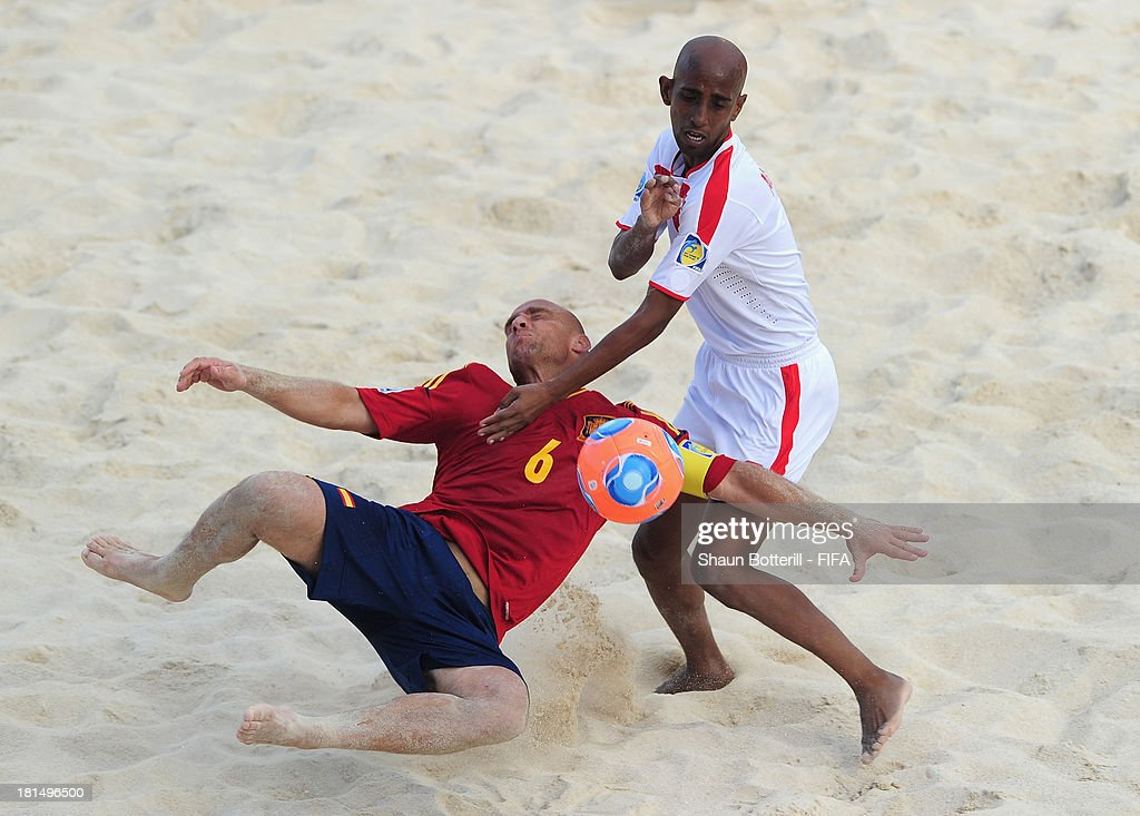 Nico of Spain is challenged by Karim Albalooshi of United Arab Emirates during the FIFA Beach Soccer World Cup Tahiti 2013 Group A match between United Arab Emirates and Spain at the Tahua To'ata stadium on September 21, 2013 in Papeete, French Polynesia.