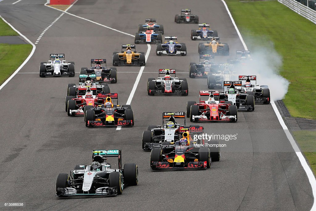 Nico Rosberg of Germany driving the (6) Mercedes AMG Petronas F1 Team Mercedes F1 WO7 Mercedes PU106C Hybrid turbo leads Max Verstappen of the Netherlands driving the (33) Red Bull Racing Red Bull-TAG Heuer RB12 TAG Heuer, Sergio Perez of Mexico driving the (11) Sahara Force India F1 Team VJM09 Mercedes PU106C Hybrid turbo, Daniel Ricciardo of Australia driving the (3) Red Bull Racing Red Bull-TAG Heuer RB12 TAG Heuer, Sebastian Vettel of Germany driving the (5) Scuderia Ferrari SF16-H Ferrari 059/5 turbo (Shell GP) and the rest of the field at the start during the Formula One Grand Prix of Japan at Suzuka Circuit on October 9, 2016 in Suzuka.