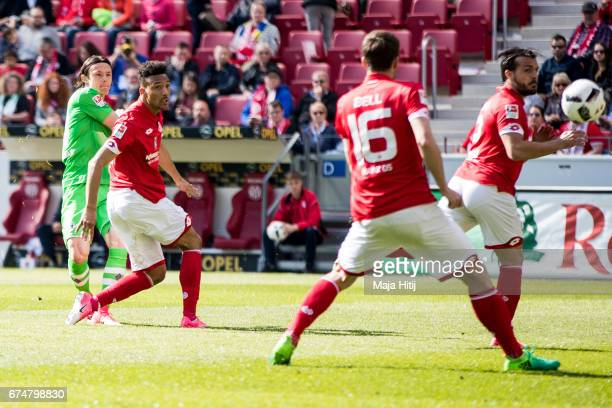 Nico Schulz of Moenchengladbach scores his second goal to make it 02 during the Bundesliga match between 1 FSV Mainz 05 and Borussia Moenchengladbach...