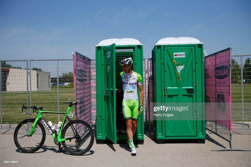 <a gi-track='captionPersonalityLinkClicked' href=/galleries/search?phrase=Nicola+Boem&family=editorial&specificpeople=10981991 ng-click='$event.stopPropagation()'>Nicola Boem</a> of Italy and team Bardiani CSF goes to the toilet ahead of the tenth stage of the 2014 Giro d'Italia, a 173km stage between Modena and Salsomaggiore on May 20, 2014 in Modena, Italy.