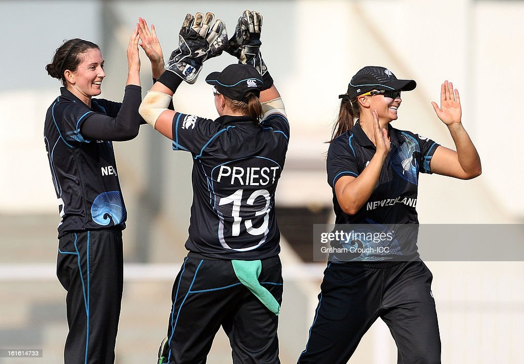 Nicola Browne of New Zealand (left) celebrates after dismissing Charlotte Edwards of England during the Super Sixes ICC Women's World Cup India 2013 match between New Zealand and England at the Cricket Club of India ground on February 13, 2013 in Mumbai, India.