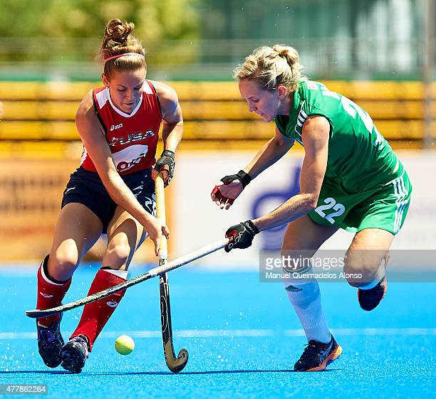 Nicola Daly of Ireland competes for the ball with Alyssa Manley of United States during the match between United States and Ireland at Polideportivo...