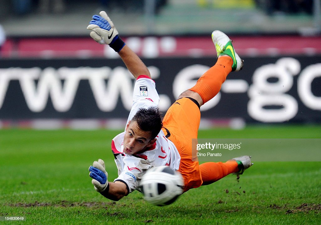 Nicola Leali, goalkeeper of Virtus Lanciano, in action during the Serie B match between Hellas Verona FC and Virtus Lanciano at Stadio Marc'Antonio Bentegodi on October 27, 2012 in Verona, Italy.