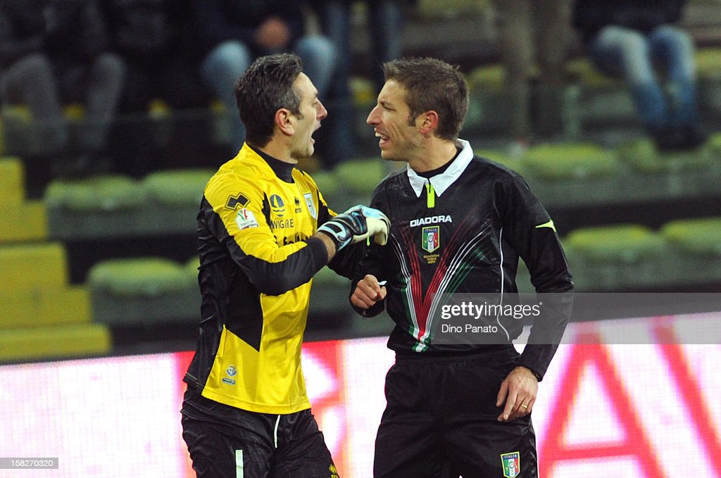 Nicola Pavarin (L) goalkeeper of Parma FC reacts to referee Davide Massa during the TIM Cup match between Parma FC and Catania Calcio at Stadio Ennio Tardini on December 12, 2012 in Parma, Italy.