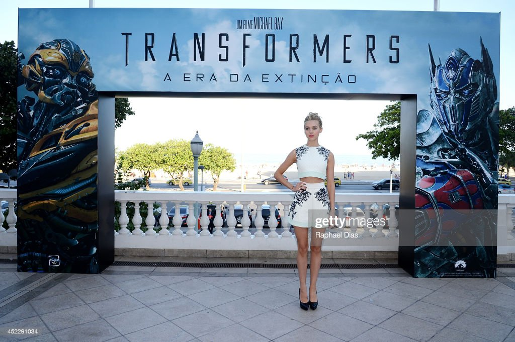 <a gi-track='captionPersonalityLinkClicked' href=/galleries/search?phrase=Nicola+Peltz&family=editorial&specificpeople=5306904 ng-click='$event.stopPropagation()'>Nicola Peltz</a> attends the photocall for Paramount Pictures' 'Transformers: Age of Extinction' at Copacabana Palace Hotel on July 17, 2014 in Rio de Janeiro, Brazil.