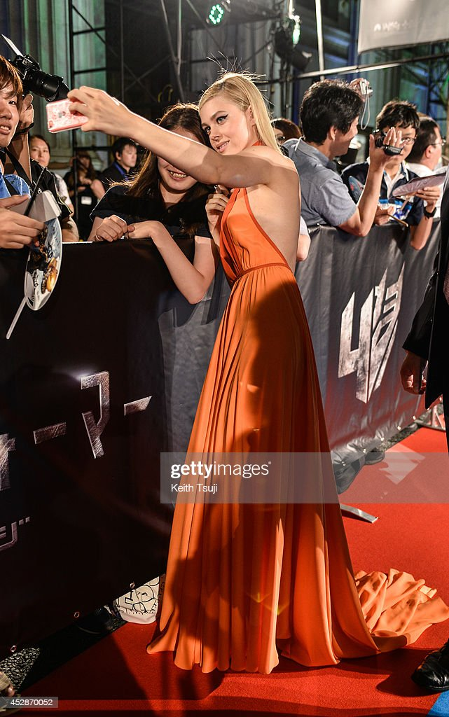 <a gi-track='captionPersonalityLinkClicked' href=/galleries/search?phrase=Nicola+Peltz&family=editorial&specificpeople=5306904 ng-click='$event.stopPropagation()'>Nicola Peltz</a> poses with fans at the Japan premiere of 'Transformers : Age Of Extinction' at the Toho Cinemas Nihonbashi on July 28, 2014 in Tokyo, Japan.