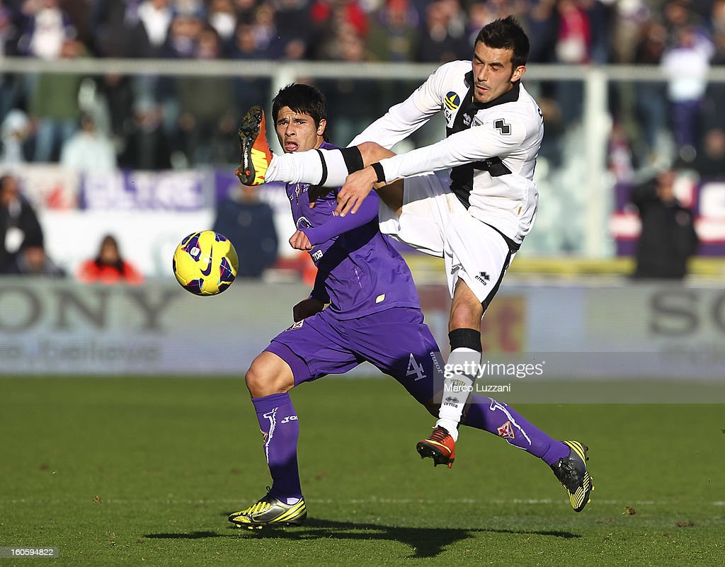 Nicola Sansone (R) of Parma FC competes for the ball with <a gi-track='captionPersonalityLinkClicked' href=/galleries/search?phrase=Facundo+Roncaglia&family=editorial&specificpeople=5295709 ng-click='$event.stopPropagation()'>Facundo Roncaglia</a> (L) of ACF Fiorentina during the Serie A match between ACF Fiorentina and Parma FC at Stadio Artemio Franchi on February 3, 2013 in Florence, Italy.
