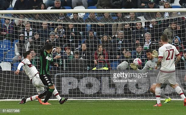 Nicola Sansone of US Sassuolo Calcio scores the goal 20 during the Serie A match between US Sassuolo Calcio and AC Milan at Mapei Stadium Città del...