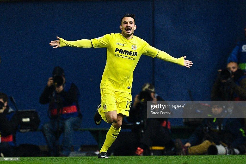Nicola Sansone of Villarreal CF celebrates after scoring his team's first goal during the La Liga match between Villarreal CF and FC Barcelona at Estadio de la Ceramica stadium on January 8, 2017 in Villarreal, Spain.