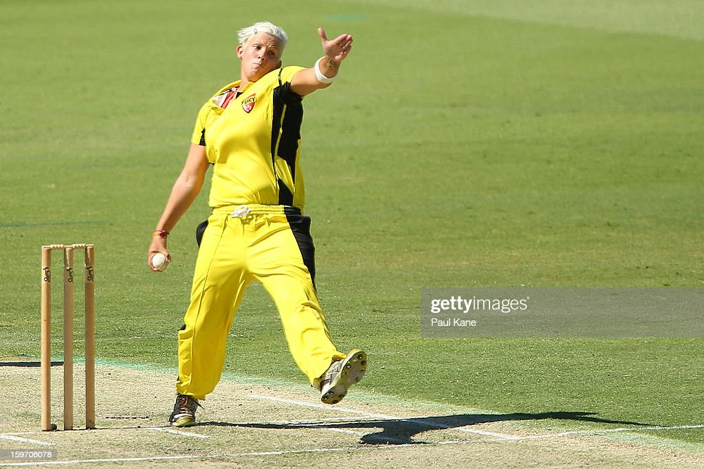 Nicola Shaw of the Fury bowls during the women's Twenty20 final match between the NSW Breakers and the Western Australia Fury at WACA on January 19, 2013 in Perth, Australia.
