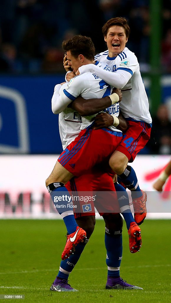 Nicolai Mueller (C) of Hamburg celebrates after scoring the equalizing goal during the Bundesliga match between Hamburger SV and 1. FC Koeln at Volksparkstadion on February 7, 2016 in Hamburg, Germany.
