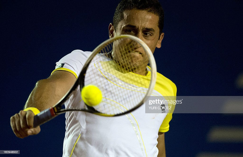 Nicolas Almagro of Spain returns the ball to compatriot Rafael Nadal during their semi-final Mexico ATP Open men's single tennis match in Acapulco, Guerrero state on March 1, 2013. AFP PHOTO/ Yuri CORTEZ