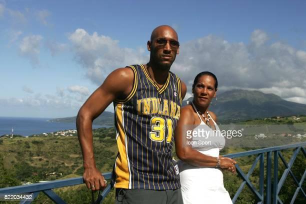 Nicolas ANELKA et sa maman Sujet magazine a la Martinique France