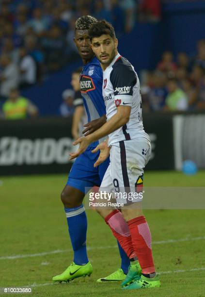 Nicolas Blandi of San Lorenzo and Fernando Pinillo Mina of Emelec look on during a first leg match between Emelec and San Lorenzo as part of round of...