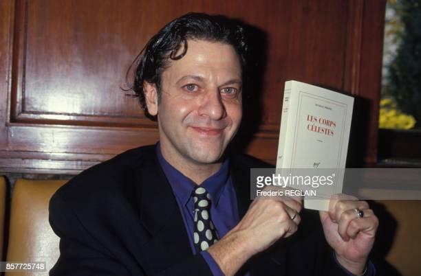 Nicolas Brehal recoit le prix Renaudot 1993 pour son livre Les corps celestes le 8 novembre 1993 a Paris France