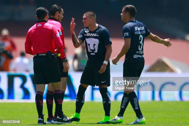 Nicolas Castillo of Pumas discusses with referee Marco Antonio Ortiz during the 11st round match between Pumas UNAM and America as par of the Torneo...