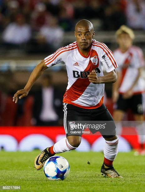 Nicolas De la Cruz of River Plate drives the ball during a match between River Plate and Argentinos Juniors as part of the Superliga 2017/18 at...